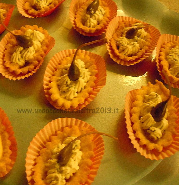 Tartellette di brisèe con crema di ricotta alle erbe