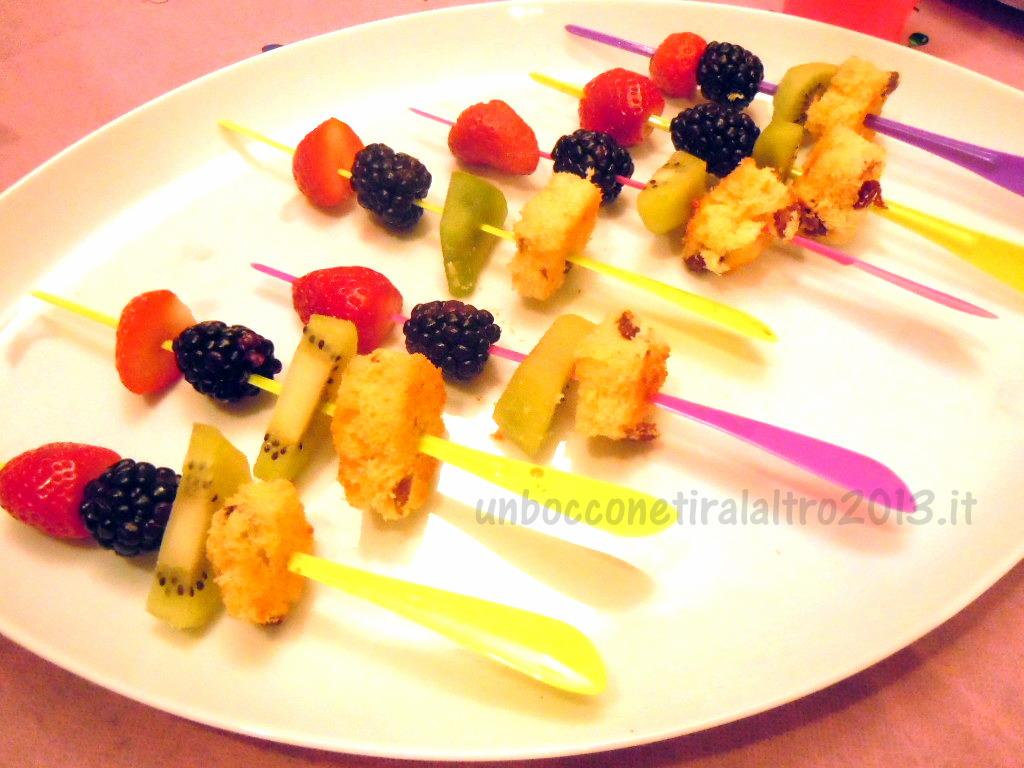Spiedini frutta e panettone