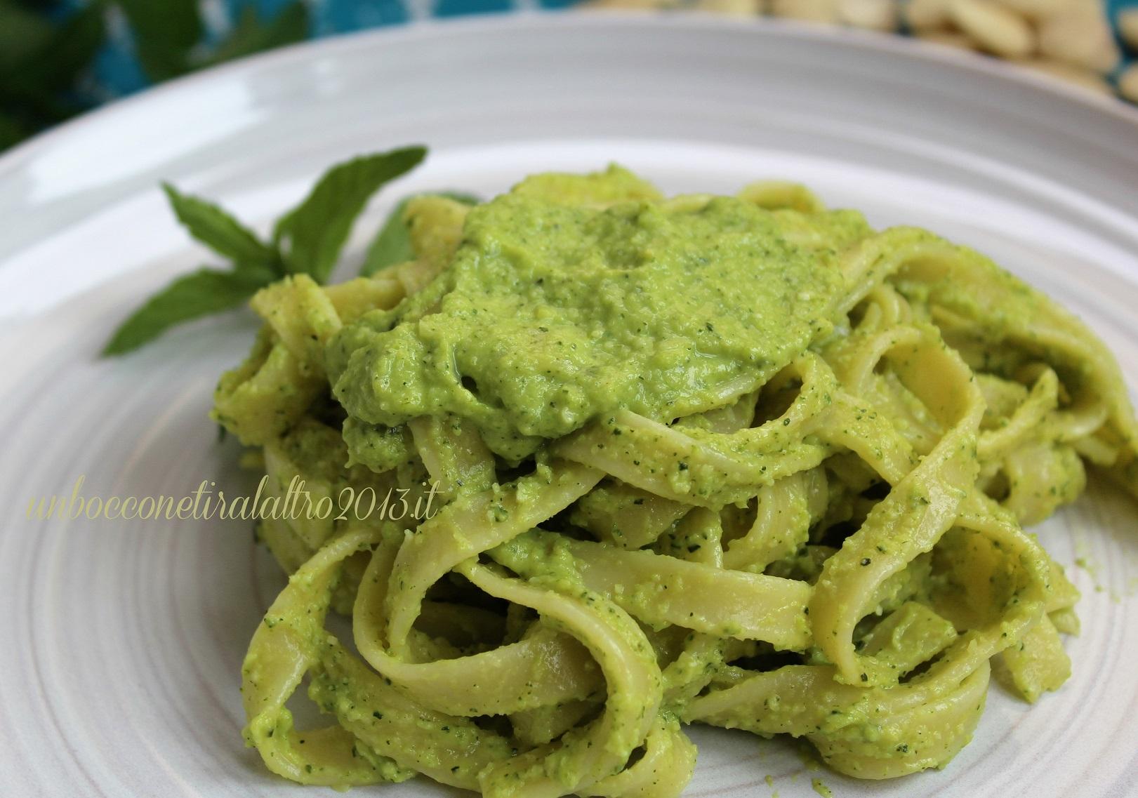 Fettuccine pesto zucchine
